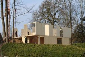 Een woning in opbouw die gebruik maakt van CLT.